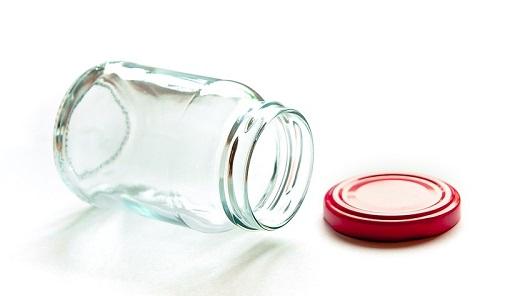 Bottiglie e vasetti in vetro, non rotti, richiedono un cestino unico