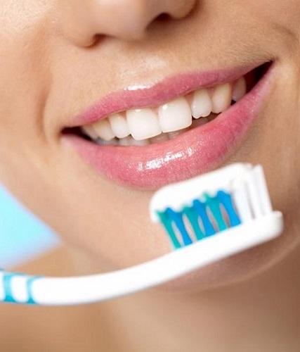 Gli spazzolini sono divisi in base alla loro durezza quindi, è importante scegliere quello più adatto a spazzolare i tuoi denti
