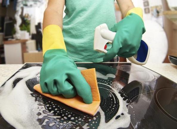 La pulizia della cucina deve avvenire giornalmente per evitare accumulo di sporcizia e batteri.