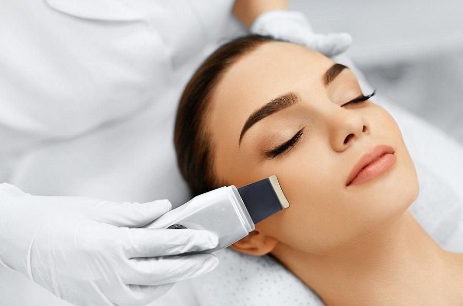 tutto quello che c'è da sapere sulla pulizia del viso a ultrasuoni