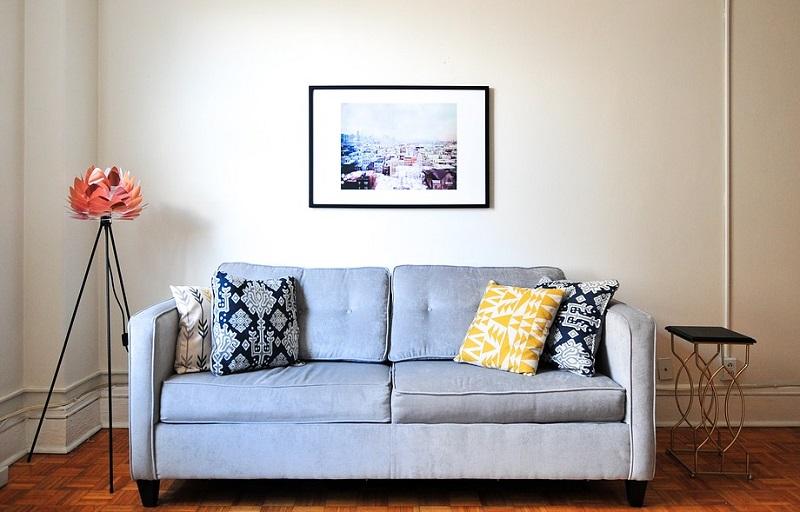 Pulizia divani in tessuto: come smacchiare ed igienizzare il tuo ...