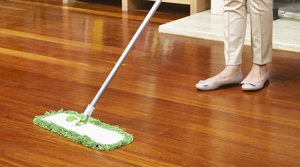 Nella pulizia del pavimento in parquet, ricorda di utilizzare una buona cera liquida
