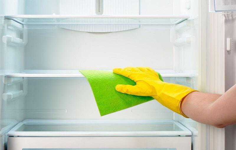 Come pulire il frigorifero? Passaggi e prodotti naturali per una perfetta pulizia