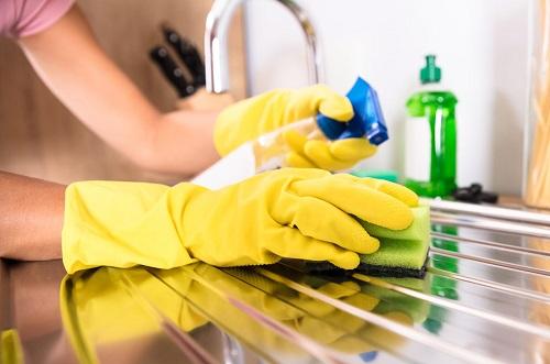 Quando utilizzi il prodotto igienizzante è importante lasciarlo agire per qualche minuto.