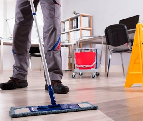Anche negli uffici piccoli, il lavaggio delle superficie assume un aspetto di fondamentale importanza.