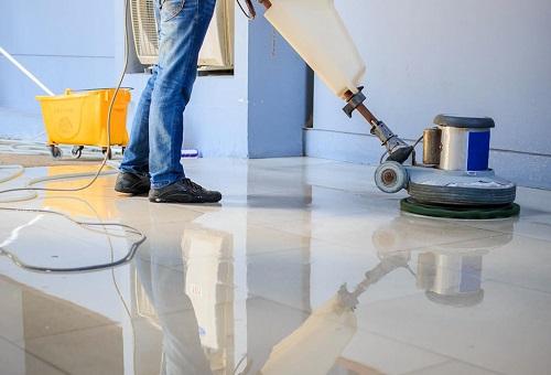 La pulizia post-ristrutturazione, può comprendere anche il trattamento di lucidatura di marmi e altre pavimentazioni.