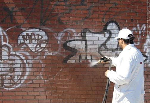 La pulizia criogenica di graffiti, muri e facciate È una delle soluzioni più veloci, economiche e versatili in commercio.